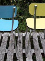 Duo de chaises en formica jaune et bleu