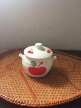 Pot vintage en faience au décor de pommes.