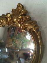 Petit miroir coquille en bois doré années 70.
