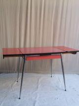 TABLE VINTAGE EN FORMICA ROUGE