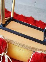 chaises moumoute rouge vintage année 72 en très bon état