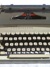 Machine a écrire  by Remington  monarch, vintage