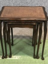 Tables gigognes en acajou, dessus cuir et plaque de verre