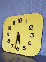 pendule vintage formica jaune années 60 mouvement neuf