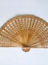 Éventail décoratif vintage en osier tressé