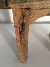 Banc/repose-pied ancien en bois brut