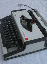 Machine à écrire Olympia Traveller De Luxe