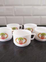 Lot de 5 tasses à café Arcopal modèle Chambourcy et pichet a