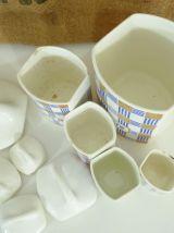 Série de 5 pots à épices en faïence, estampillé Yvonne