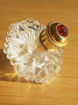 Flacon de parfum en verre taillé