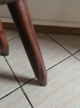 Tabouret tripode en bois esprit campagne.