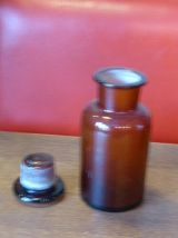 Trois flacons d 'apothicaire, pharmacie,verre ambré 1940