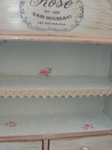 Etagère bois patinée shabby chic, petit meuble de rangement