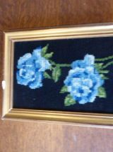 Lot de deux canevas, roses bleues et bouquet de fleurs