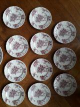 11 assiettes à dessert et un plat en céramique anglaise