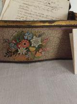 Boîte en métal avec décor floral, boîte à secrets