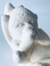 Plâtre « enfant entre les mains »