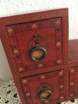 Boite à bijoux asiatique en bois.