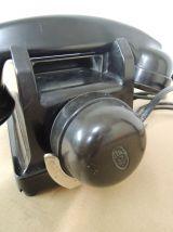 Téléphone noir en bakélite