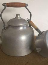 Dans la cuisine de Léonie : Bouilloire et casserole