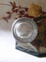 Petit vase ancien en verre moulé