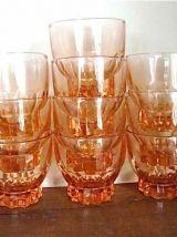 Suite de 10 petits verres roses