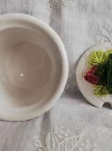 Petit pot barbotine décor fraises