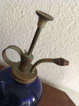 Vaporisateur vintage laiton et verre bleu cobalt.