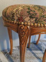 tabourets ronds style Louis XV dessus tissu imprimé