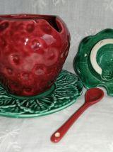 Pot, confiturier fraise et sa coupelle en barbotine