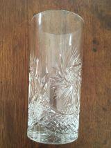 Six verres hauts en cristal .