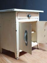 Petit meuble vintage en métal