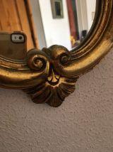 Miroir coquille en bois doré.