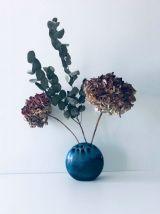 Pique fleurs en céramique émaillée bleue