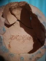 statuette en terre cuite origine Portugal signée