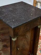 Chevet Empire XIXème en acajou et dessus marbre noir