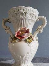vases de barbottine blanche avec décor floral Capodimonte