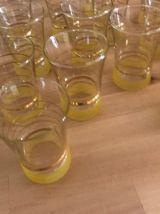 Lot de 16 verres granités jaune avec dorure années 50/60