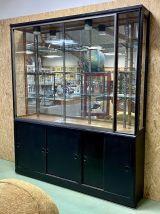 Grande vitrine de magasin à portes coulissantes