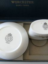 Coffret Royal Worcester Bone China cure dent + écuelle Porce