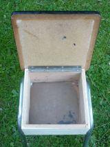 Tabouret coffre en formica
