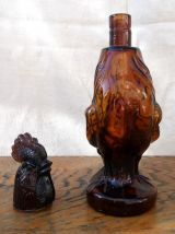 Bouteille zoomorphe en verre ambré (coq)