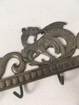 Porte clés mural en laiton à la forme de dragon.