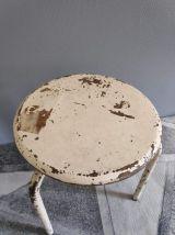 tabouret d'atelier 3 pieds métal blanc avec axe fileté