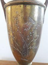 Vase amphore en laiton - cuivre style art déco sur piédouche