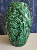 vase en céramique verte décor faune et flore