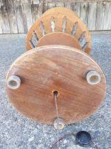 Ancien pied de lampe sur pied en bois