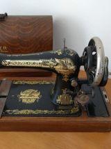 Magnifique machine à coudre Singer manuelle de 1911