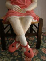 Art vintage:  Statue fillette assise en résine  hauteur 90cm