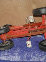Ancienne voiture à pédale en métal Mobilgrue Nordest